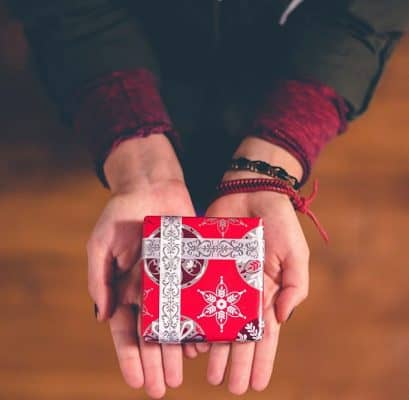 7 Easy Tips To Help You To Save Money On Gift Giving