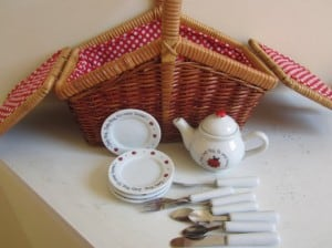 Vintage Wares Picnic Basket for Child
